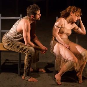 Alejandro Claveaux e Laila Garin em Gota D'água (a seco) - foto por Silvana Marques